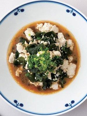 【ELLE a table】温かいくずし豆腐とわかめの温サラダレシピ エル・オンライン