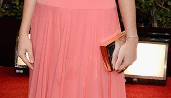 Immerse in meravigliosi abiti scintillanti, le star del Golden Globe, accostano agli outfit, splendidi accessori Jimmy Choo. Scarpe e clutch da red carpet!http://www.sfilate.it/216806/accessori-da-golden-globe-scarpe-e-pochette-delle-star