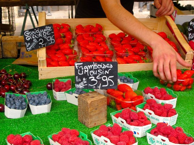 Looking for a good traditional food market in Paris, France? Find one near where you're staying in our guide, allowing you to search by district.