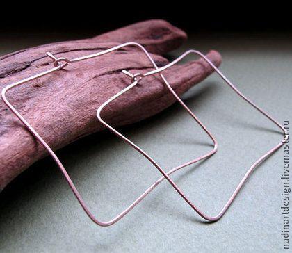 Квадратные серьги из серебра. Модные необычные серьги-кольца.