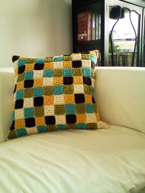 Crochet pillow. Inspiration only, but this is totally doable.