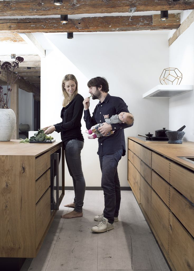 René Redzepi - stifter, medejer og daglig chef på den verdenskendte Restaurant Noma - bor med sin kone Nadine og tre piger i et byhus på Christianshavn. Og her er det som regel Nadine, der laver aftensmaden.
