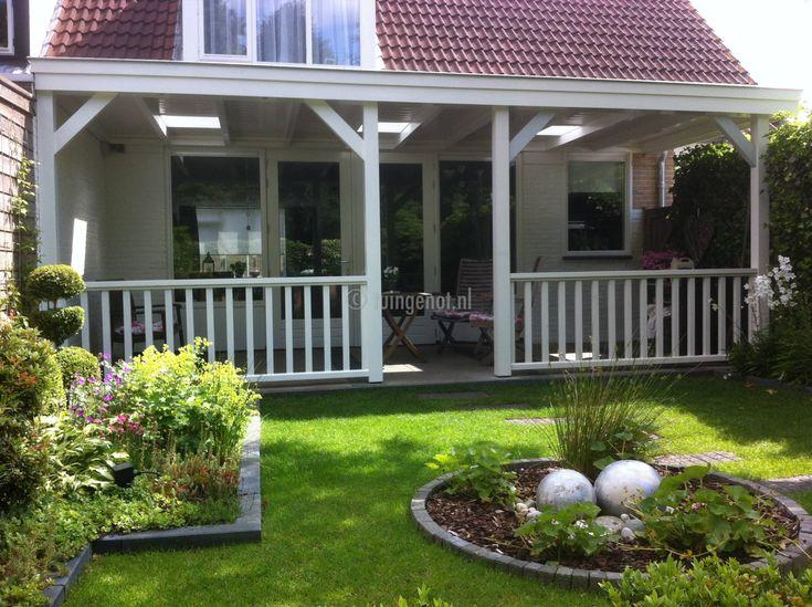 59. hardhouten veranda met hekwerk