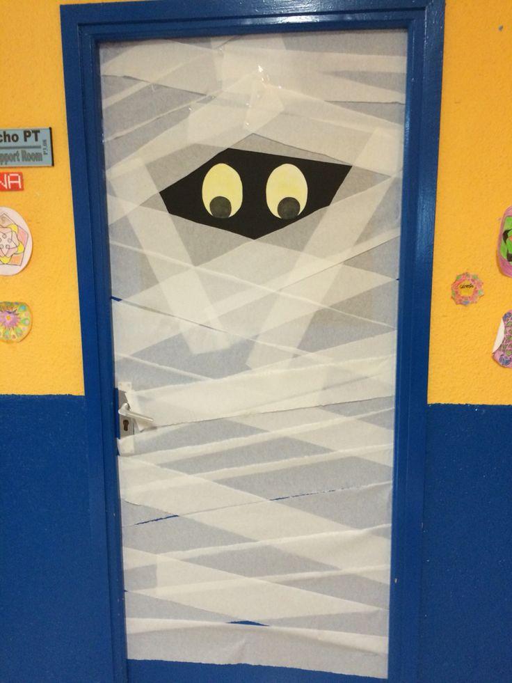 Decoraci n de puerta para halloween puertas decoradas for Puertas decoradas halloween calabaza