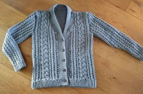 Crochet man sweater with cables. Free pattern. Mannenvest haken met kabels. Gratis patroon.