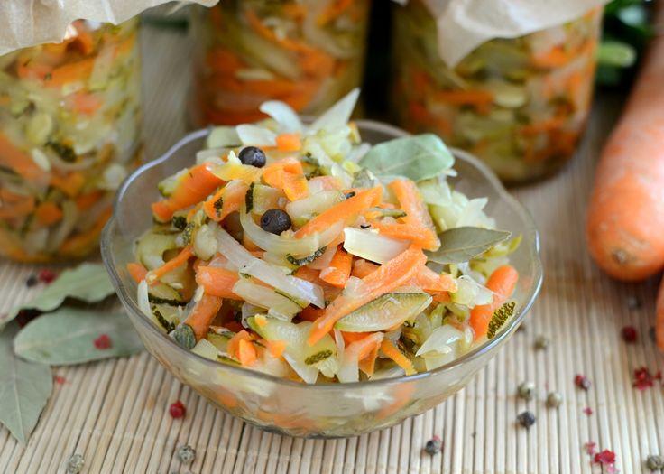 Gotuj z Cukiereczkiem: Słodko-kwaśna sałatka z cukinią do słoików