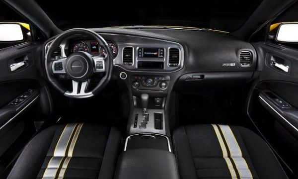 2015 Dodge Challenger SRT Instrument Panel 600x360 2015 Dodge Challenger SRT Review Details
