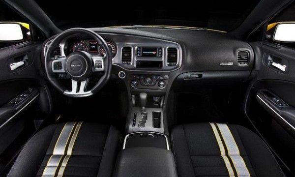 2015 Dodge Challenger SRT Instrument Panel 600x360 2015 Dodge Challenger SRT Review Details