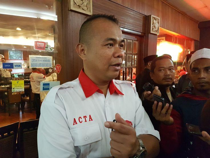 Sesalkan Penetapan Tersangka Habib Rizieq ACTA Pertanyakan Keabsahan Alat Bukti dari Polisi  Kris Ibnu Wahyudi. (Foto: MNM)  JAKARTA (SALAM-ONLINE): Kumpulan pengacara yang tergabung dalam Advokat Cinta Tanah Air (ACTA) menyoal rekaman yang dijadikan alat bukti Polisi dalam menetapkan Habib Rizieq Syihab sebagai tersangka kasus percakapan pornografi.  ACTA mempertanyakan apakah penetapan sebagai tersangka untuk Imam Besar FPI itu melalui alat bukti yang sah atau tidak.  Sebab menurut Ketua…