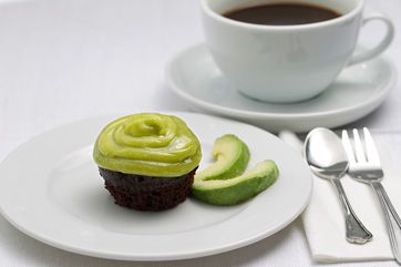 Avocado-cupcakes med chokolade og grøn frosting