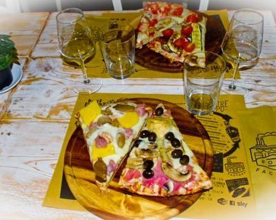 Food Factory: coupon valido per menu pizza per 2 persone con buffet e prosecco, 4 maxi tranci pizza, dolce, bibita o birra o acqua e caffè a soli 19 € anziché 41 €. Risparmi il 54%!   Scontamelo