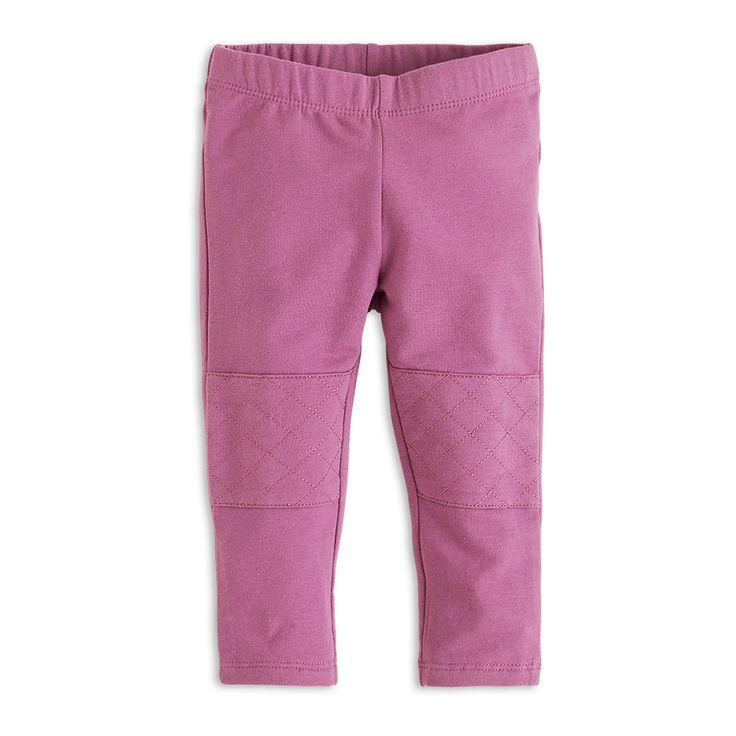 Mukavat leggingsit, joissa on tikatut yksityiskohdat polvissa. Pehmeäksi harjattu sisäpuoli tekee näistä erityisen mukavat ja lämpimät.
