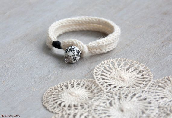French knitted white cotton bracelet - with japan patern bead