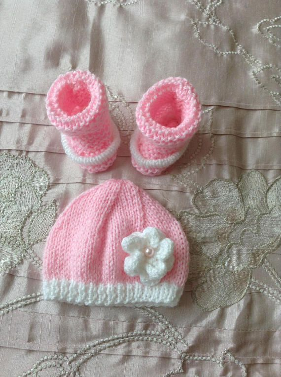 Hand knitted dolls clothes to fit 14/15 doll/reborn