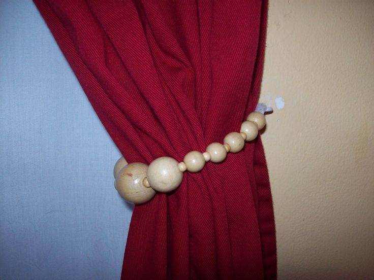 Pipecleaners & Beads transformed into a curtain tie back!