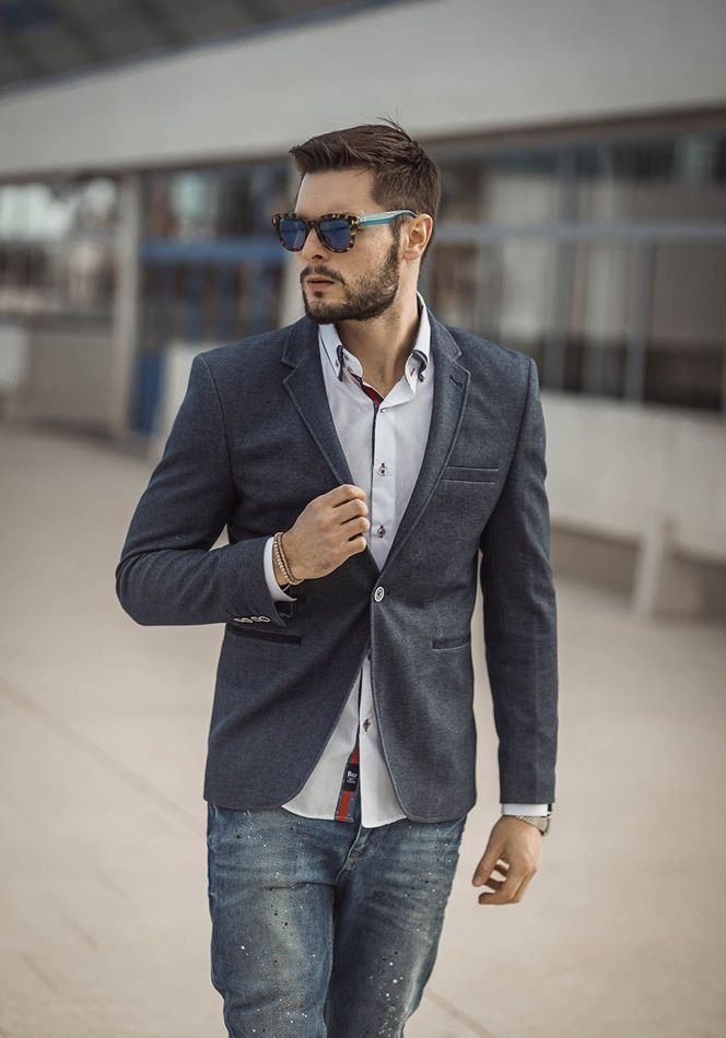 Comfortable and stylish outfit from Bolf. The blue jeans were set with a casual white shirt with a button-down collar. The navy blue blazer adds elegance. This set is perfect for every day and to work.