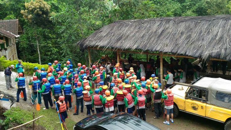 Rafting arung jeram di bumibatara outbound garut 08112251963