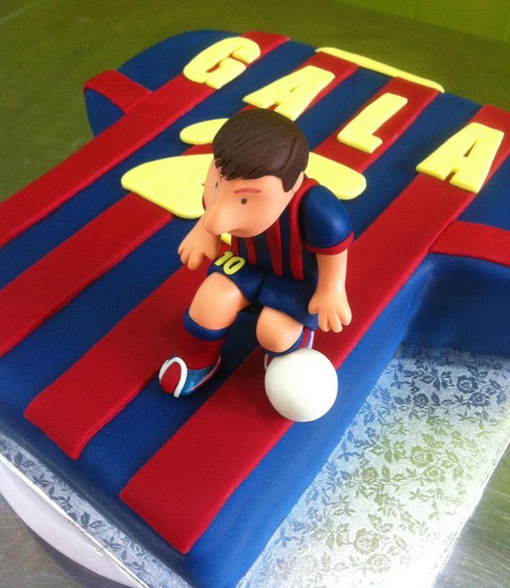 Pastel de fondant camiseta del Barça con Messi modelado. #messi #barça #modelado #fondant