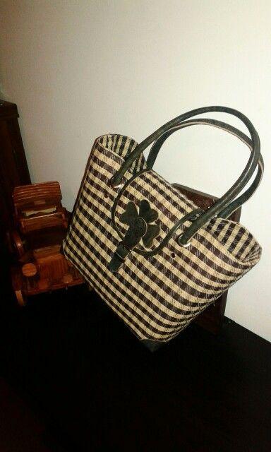 Rafia shopping bag made in Made in Madagascar