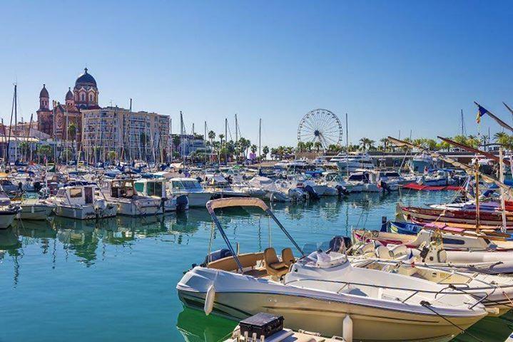 Comparateur de voyages http://www.hotels-live.com : En direct du #blog #Belambra {lien dans le profil} : Située entre Cannes et Saint-Tropez la ville de Saint-Raphaël au-delà de ses attraits touristiques abrite un #patrimoine architectural témoin de la Belle Époque. Un style ou plutôt des styles à découvrir au fil des rues et sur le front de #mer #SaintRaphael #France #igersFrance #PACA #Architecture #port Hotels-live.com via https://www.instagram.com/p/_68uLlox_X/ #Flickr via…