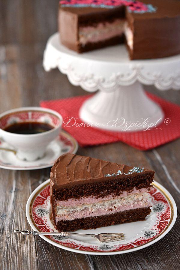 Tort czekoladowo- kokosowy z kremem truskawkowym