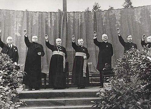 La Iglesia, dando continuidad a lo que había sido un férreo enfrentamiento al gobierno de la República, especialmente durante el bienio socialista-azañista y durante los meses que duró el Frente Po…