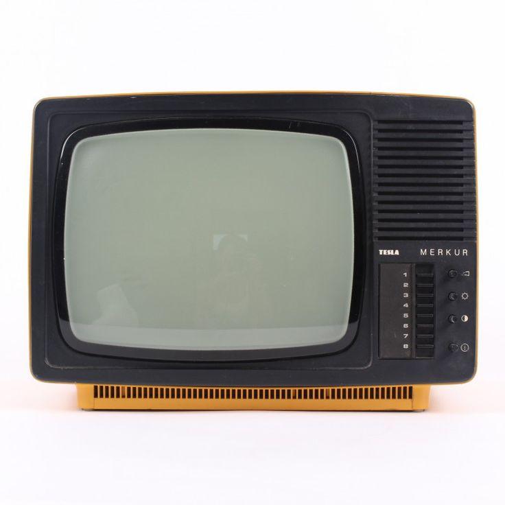Televizor Tesla Merkur žluté barvy