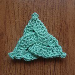 Tina's handicraft : Celtic Triangle Crochet