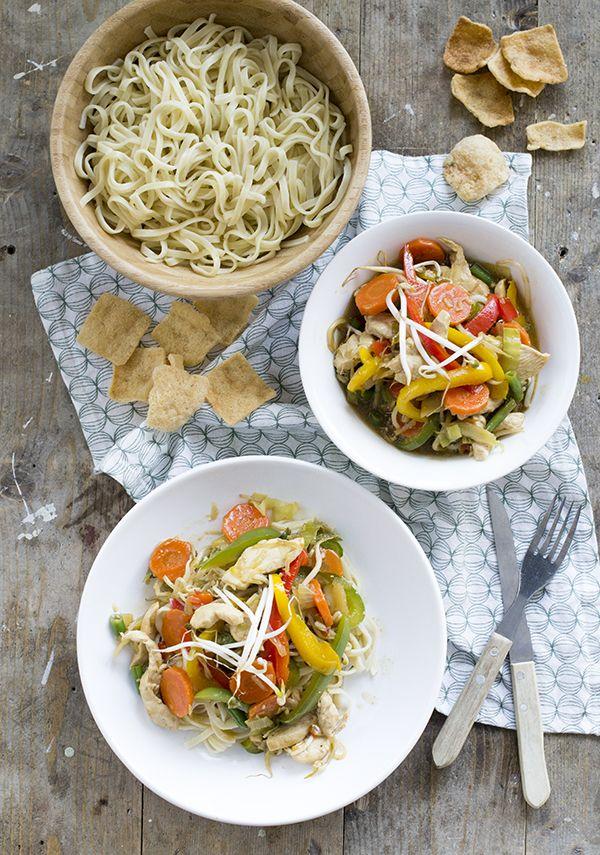 Recept voor tjap tjoy met kip. Snel Indonesisch groentegerecht met oestersaus. Serveer de tjap tjoy met bami of gekookte rijst.