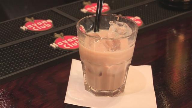 DELIZIA. Il delizia è un originale cocktails ideale nelle fresche serata in compagnia, magari in qualche baita montana, si prepara nello shaker con ghiaccio c...