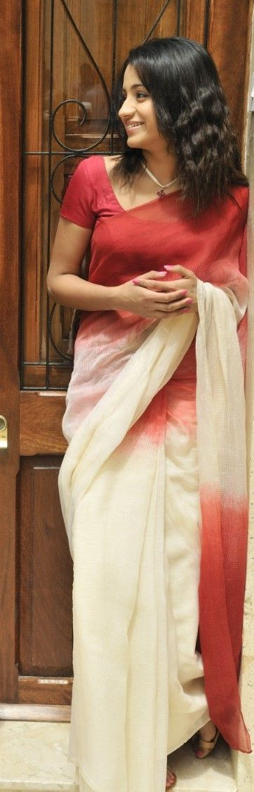 trisha in Vinaithandi varuvaya Tamil movie still cotton saree