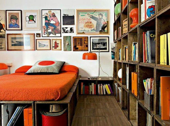 Кровать из ящиков.