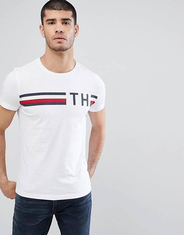 Camiseta blanca con logo TH y rayas icónicas de Tommy Hilfiger ... 0ff7d43d6d4de