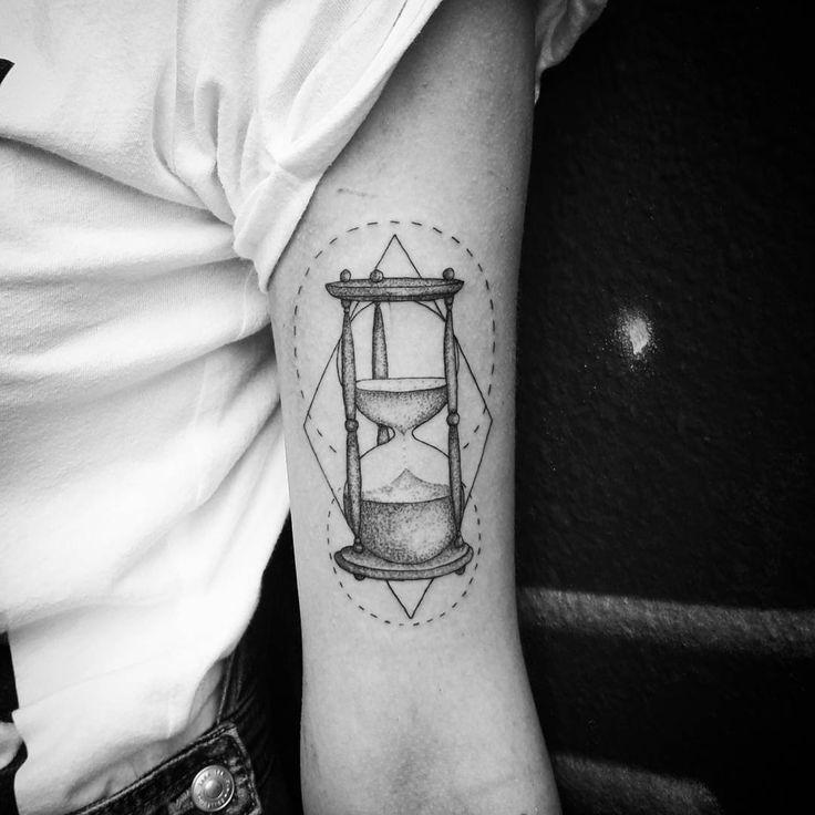 12 besten hourglass tattoo bilder auf pinterest sanduhr. Black Bedroom Furniture Sets. Home Design Ideas