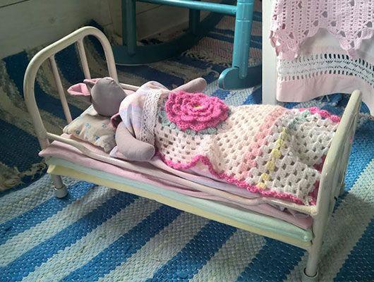 Crocheted rose blanket for doll bed