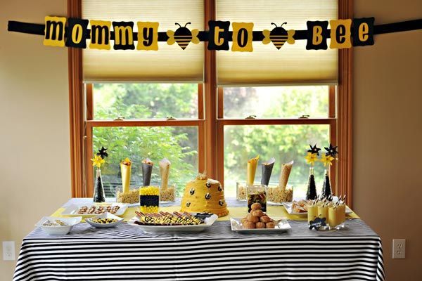 Más decoración con tema de abejitas.Baby Parties, Shower Ideas, Bees Baby Shower, Bees Shower, Bees Theme, Baby Shower Themes, Parties Ideas, Bumble Bees, Baby Shower