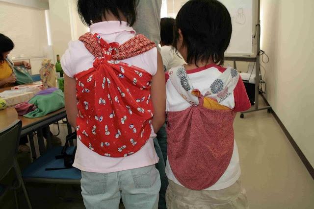Bolsos con la técnica del Furoshiki. Una manera ecológica de llevar tus cosas.