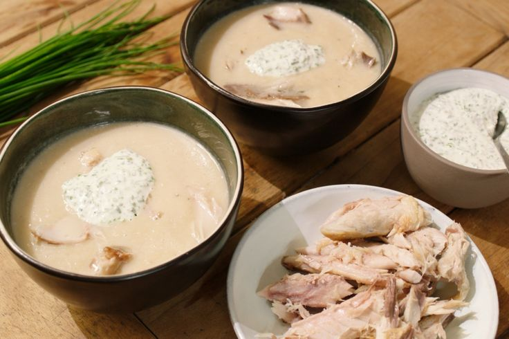 Typische grondgroenten als rapen, schorseneren, prei en witloof combineren perfect met een smaak uit de zee, zoals gerookte makreel. Het bewijs? Deze superlekkere soep!