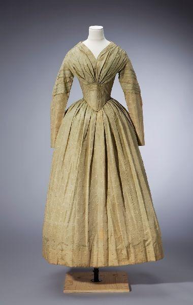 Naisten puku; Juhlapuku; Tanssiaispuku, 1840-1849 | Tampereen museot (Siiri) | Finna.fi