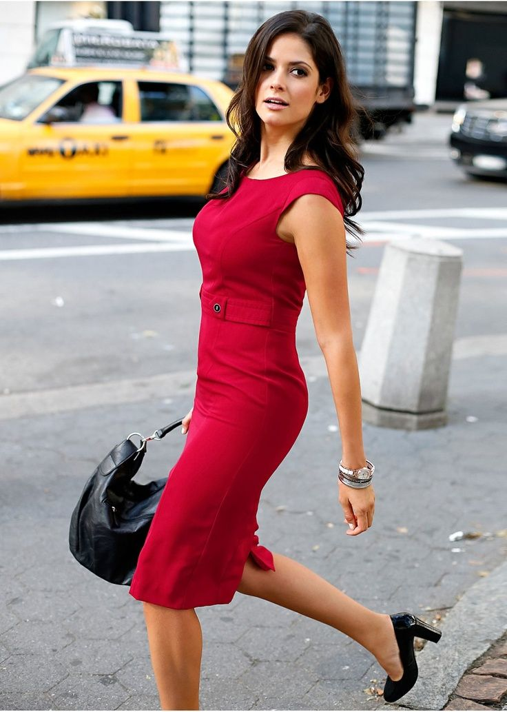 Red sheath dress.  Absolutely the best kind of dress for impact.  Sooo want it.  Love it. <3