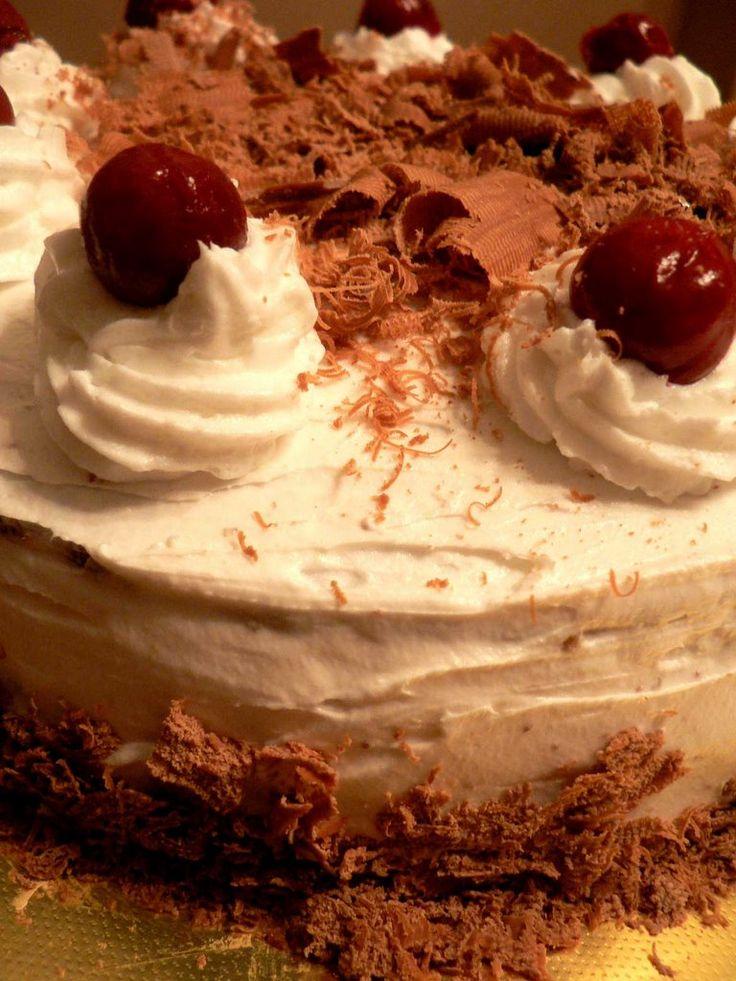 Tam bir klasiktir Karaorman Pastası..bence çokta zarif ve kibardır.. özellikle dilimlediğinizde karşınıza çıka...