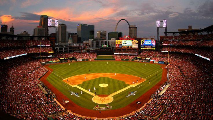 """En el San Luis puedes ir  a 'Busch Stadium."""" Esto es la casa de San Luis Cardinals equipo de beísbol. Aquí, puedes mirar béisbol y comer  perritos calientes, nachos, y galletas saladas con queso. Yo recomiendo esta para todo el mundo. Especialmente personas que les  encanta béisbol. Me encanta 'Busch Stadium' porque es muy fascinante  y emocionante pero no cuando estamos perdiendo."""