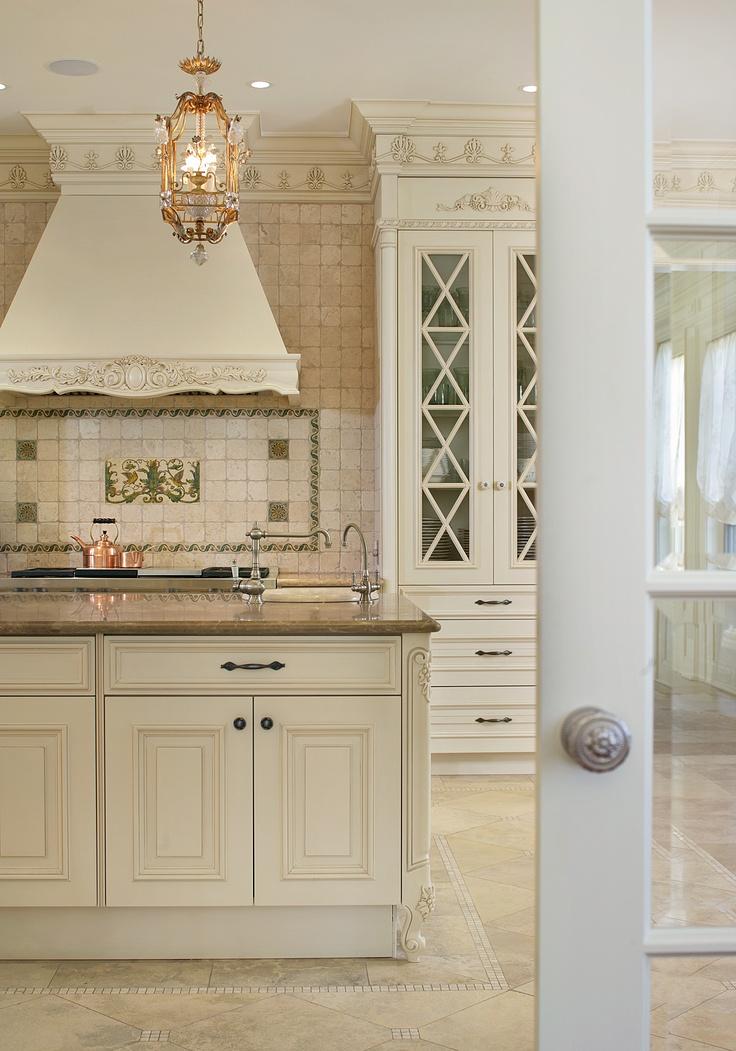 Traditional cream kitchen island by Sussan Lari Architect