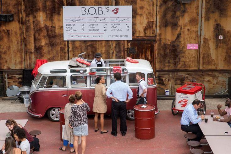 Rob Dann ofrece en Bob's Lobster deliciosas tapas de marisco y pescado desde una furgoneta Volkswagen de 1957. La estrella es el exquisito brioche de langosta, pero también hay tacos de ají de atún, rollos de cangrejo con alioli de limón o ceviche de lubina y naranja sanguina.