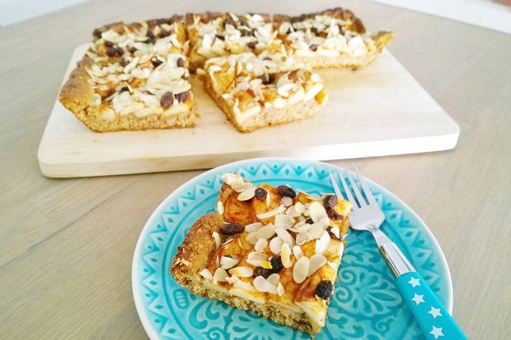 Wie jarig is trakteert en ter ere van mijn 32ste verjaardag maakte ik (naast een zuivelvrije cheesecake) een lekkere appelplaattaart, weer net even wat anders dan de andere appeltaart die al op mij…