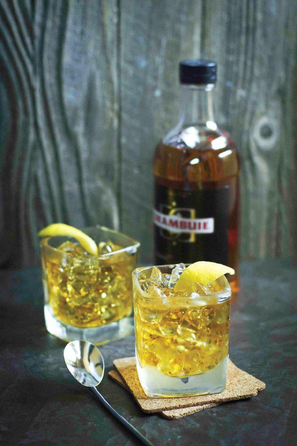 Rusty Nail Cocktail famoso negli anni '30 nel corso degli anni è stato dimenticaso surclassato da altri cocktail più rinomati e più legger