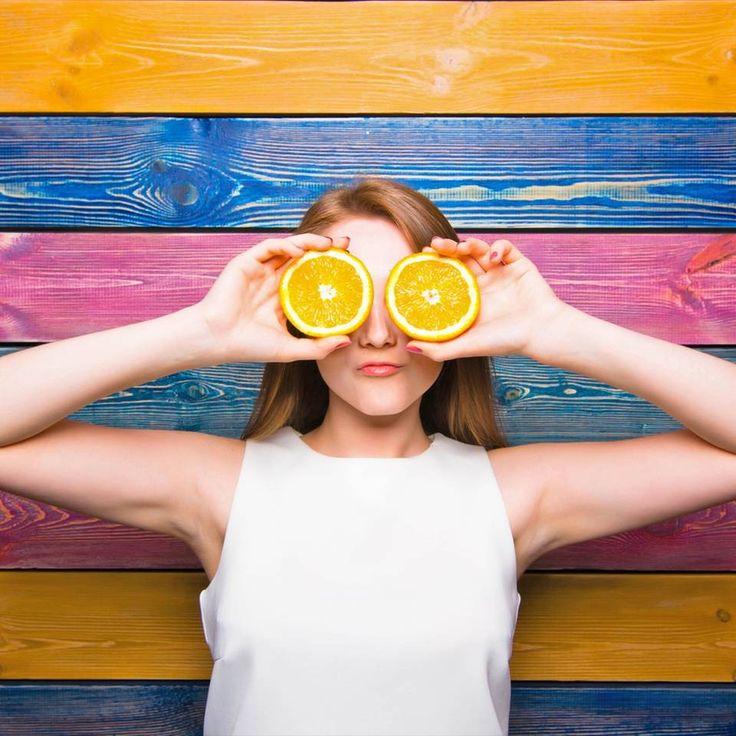 """5 Anzeichen, dass dein Körper übersäuert ist - """"Ist der Säure-Basen-Haushalt gestört und dein pH-Wert gesunken, übersäuert der Körper. Wir verraten, bei welchen Anzeichen du aufhorchen solltest und was du gegen eine Übersäuerung tun kannst."""""""