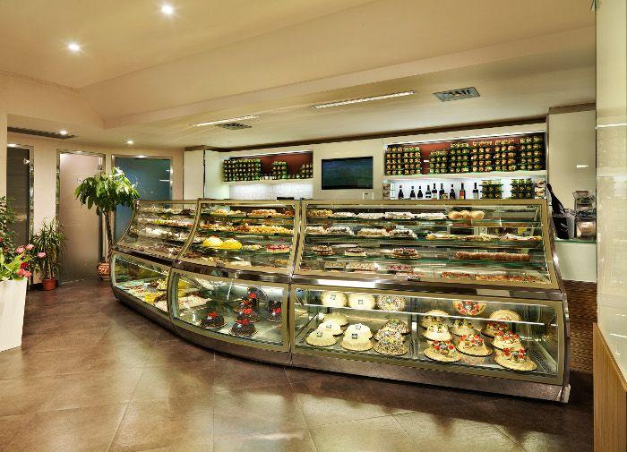 Arredamento su misura bar pasticceria gelateria le for Arredamento pasticceria prezzi