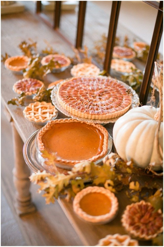 Use your dessert as a centerpiece- Thanksgiving tablescape