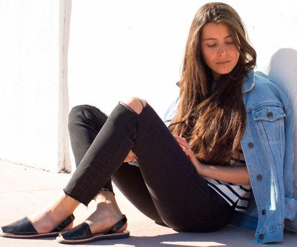 listras + jaqueta jeans + avarca